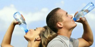Terlalu Banyak Minum Air Putih Berbahaya
