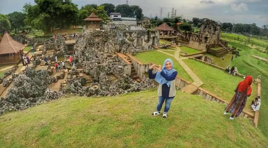 Destinasi Wisata Cirebon Gua Sunyaragi