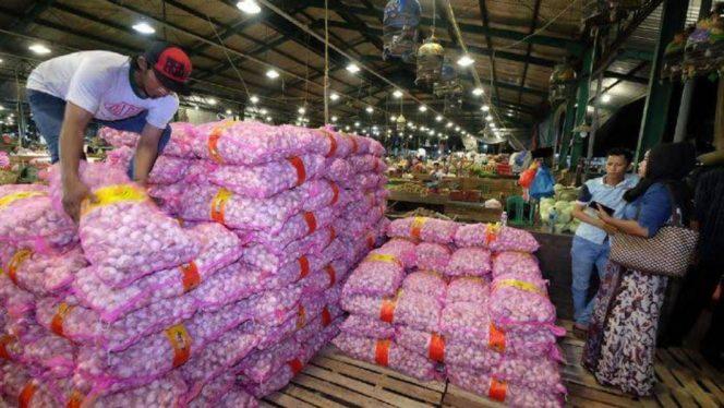 Kementerian Perdagangan RI mengeluarkan izin impor bawang putih untuk memenuhi kebutuhan dalam negeri.
